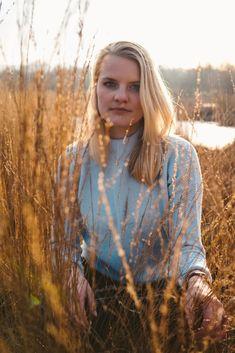 Mirjam | Julia Creations Nature Woman Portrait Photography Golden Hour. Hamburg Photographer. Outdoor Portrait Photography, Outdoor Portraits, Female Portrait, Woman Portrait, Flower Artists, Photoshoot Inspiration, Beautiful People, Golden Hour, Couple Photos