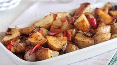 Oven Roasted Potatoes & Bell Pepper with Russet Potatoes, Onion, Red Bell Pepper. Baked Potato Cubes, Baked Red Potatoes, Potatoes In Oven, Baked Potato Oven, Oven Roasted Potatoes, Cubed Potatoes, How To Cook Potatoes, Russet Potatoes, Potato Rice