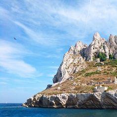 Si vous venez à Marseille, ne manquez surtout pas le détour dans le parc national des #calanques. Que cela soit par bateau ou à pied. Et surtout pensez à préserver cette espace naturel :) #visitmarseille #calanques Venus, Parc National, Provence, Photos, Water, Outdoor, Instagram, Ride Or Die, Marseille