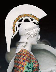 GRECIA La diosa Atenea lucía un increíble peto de malla colorido, otro ejemplo más de la variedad cromática en la antigua Grecia.