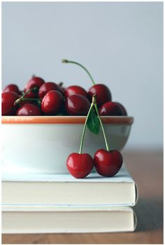 Cherries - one of my favorite fruits Red Fruit, Fruit Art, Fruit And Veg, Fruits And Veggies, Cherries Jubilee, Fruit Photography, Sweet Cherries, Food Art, Sweet Treats