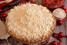 White Christmas Pie - A creamy coconut pie flavored with vanilla and almond, topped with whipped cream and strawberries! Easy and delicious! Holiday Pies, Christmas Desserts, Christmas Baking, Holiday Recipes, Christmas Treats, Christmas Candy, Christmas Pies, Christmas Punch, Christmas Foods