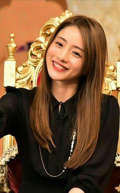 Cute Asian Girls, Beautiful Asian Girls, Beautiful Women, Japanese Beauty, Asian Beauty, Woman Standing, Beautiful Actresses, How To Look Better, Hair Beauty