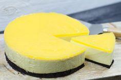 Ja hoor, we hebben er weer een! Een heerlijke no-bake cheesecake. Vandaag eentje met mango! De mango zorgt voor een frisse smaak en de Oreo bodem maakt 'm lekker crispy. Mmm! Iedereen kan deze tropische taart maken, dus waar wacht je nog op?