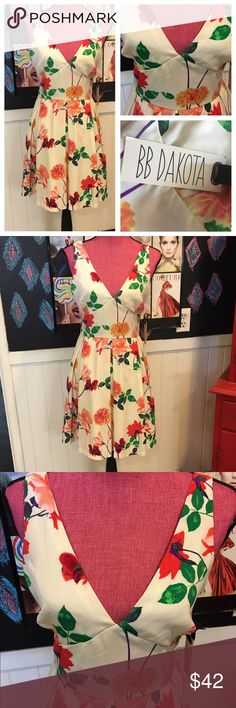 """Girly Nwts BB Dakota floral DREsS sz4 Brand new bb Dakota floral girly dress.  Size 4 chest is 34"""" waist is 28"""" tags are attached :) fully lined :) BB Dakota Dresses"""