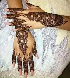 Get Karwa Chauth Mehndi Designs. Get Step by Step Henna (Mehandi Designs) for Karva Chauth that are Specially Designed to Impress Husband. Simple Arabic Mehndi Designs, Henna Art Designs, Bridal Henna Designs, Beautiful Mehndi Design, Latest Mehndi Designs, Mehndi Designs For Hands, Tattoo Designs, Henna Designs For Beginners, Round Mehndi Design