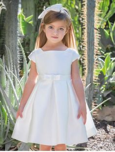 Girls First Communion Dresses, Dresses Kids Girl, Girls Party Dress, Little Girl Dresses, Kids Outfits, Flower Girl Dresses, Baby Girl Fashion, Kids Fashion, Girls Special Occasion Dresses