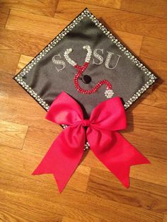 New Graduation Cap Ideas Funny Graduation Caps, Nursing School Graduation, Graduation Cap Designs, Graduate School, Grad Cap, Nursing Board, Cute Nurse, Grad Parties, Nursing Students