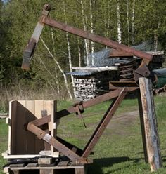 Ingenious scrap metal firewood splitter (video) (woodland forum at permies)