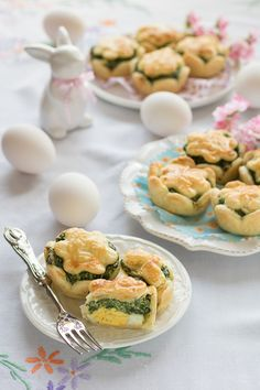 Carinissime torte pasqualina in miniatura Greek Recipes, Light Recipes, Italian Recipes, Quiches, Salty Foods, Snacks, Antipasto, Easter Recipes, Street Food