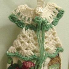 Crochet Towel Topper for Beginner | Crocheted Dress Towel Hanger