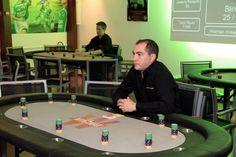 ASSE Poker Live - Les croupiers attendent les joueurs. Le tournoi va bientôt commencé. #ASSE #Winamax #Poker #Football