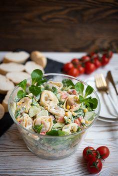 Sałatka ztortellini przepis Quick Recipes, Healthy Recipes, Tortellini, Appetisers, Clean Eating Snacks, Pasta Salad, Food Inspiration, Feta, Salad Recipes