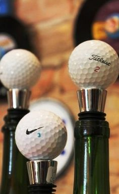 Can't open website for this pin but the picture is good - make your own wine stopper by gluing with a hot glue gun your collection of golf balls to create a collection of stoppers from the various clubs you've played. What a great conversation starter! Junior Golf Clubs, Best Golf Clubs, Gifts For Golfers, Golf Gifts, Golf Ball Crafts, Make Your Own Wine, Recycled Gifts, Golf Party, Golf Exercises