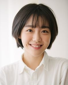 so ju yeon Asian Short Hair, Girl Short Hair, Short Hair With Layers, Short Hair Cuts, My Hairstyle, Cute Hairstyles, Hair Inspo, Hair Inspiration, Medium Hair Styles