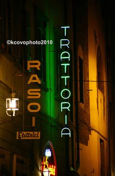 Trattoria Cool Neon Signs, Tapas Bar, Beautiful Buildings, Italian Style, Travel Around The World, Bella, Showroom, Signage, Scenery