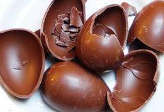 No es difícil hacer un huevo de pascua de chocolate casero. Sin leche, sin frutos secos, apto para todos.