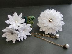 白のお花の2ウェイクリップ - つまみ細工 花ちりめんのかんざし