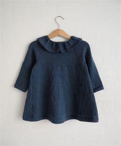 Carls cardigan, designet af Petite knit - fin smockstrik. god til både piger og drenge.