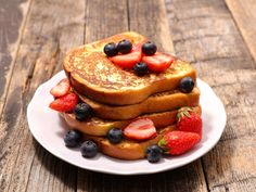 Koolhydraatarme Recepten: Dé 12 Favorieten van Atkins!   Atkins Low Carb Expert Atkins, French Toast Ingredients, Strawberry French Toast, Electric Skillet Recipes, Lemon Poppyseed Muffins, Chocolate Lava Cake, Banana Chips, Grass Fed Butter, Banana Split