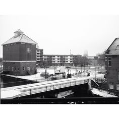 Good morning! My first snow of the year, I like!  #goodmorning #goedemorgen #snow #sneeuw #whiteoutside #beautifulday #weekend #happy #blessed #miniholiday #groningen #debrink #architecture #ESNS #ESNS16 #ergaatnietsbovengroningen #egnbg Photo by @soulsurfers_fem