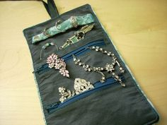 How to make a Jewellery Roll - I like the pocket added behind the top zip!
