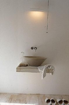 海外のシャビーシックなサニタリールーム(洗面所)