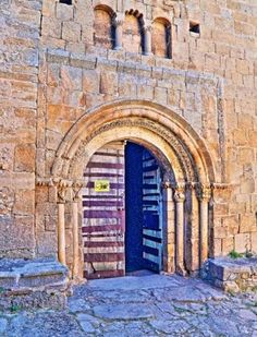Calatañazor, provincia de Soria - Portada románica de la iglesia de Nuestra Señora del Castillo