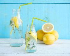 L'eau chaude au citron nourrit notre corps avec les vitamines, les minéraux et les autres éléments dont nous avons besoin, ce qui aide à éliminer les toxines, à réguler les fonctions appropriées des reins et du tube digestif. L'eau au citron à jeun comporte 20 raisons: 1. Fournit au corps des électrolytes qui hydratent votre …