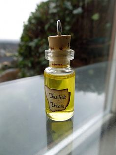Vial of Basilisk Venom - RARE Harry Potter Potions Ingredient and Ball Chain