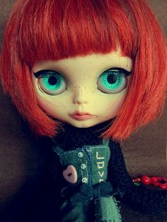 "Blythe doll looks like Mathilda in the french Movie""Leon"""