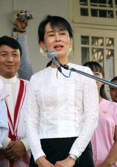 Aung San Suu Kyi campaigns for Myanmar parliament