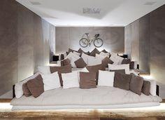 That's what I call a Home theater via http://designyoutrust.com