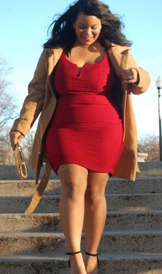 Curvy girl fashion - Isn't this the perfect holiday dress ! Curvy Girl Fashion, Look Fashion, Fashion Art, Retro Fashion, Vintage Fashion, Fashion Tips, Plus Size Fashion For Women, Plus Size Women, Plus Size Dresses