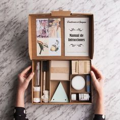 I 5 kit che tutte le diy addicted dovrebbero ricevere sotto l'albero! Cadeau Client, Wine Gift Baskets, Basket Gift, Gift Box Design, Ideias Diy, Packaging Design Inspiration, Diy Birthday, Gift Packaging, Product Packaging