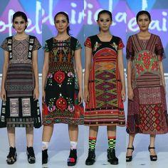 Indonesian Batik-Tenun Batik Fashion, Ethnic Fashion, Curvy Fashion, Blouse Batik, Batik Dress, Ulos Batak, Batik Kebaya, Ethnic Looks, Altered Couture