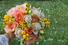 If you love candy, this bouquet is for you. Summer colours and roses Bridal Bouquet Coral, Wedding Bouquets, Summer Wedding, Our Wedding, Wedding Ideas, Live Coral, Summer Colors, Floral Wreath, Wreaths