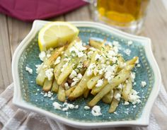 This is a delicious feta fries recipe! Who doesn't love cheese and fries? We found that feta and fries work so well as the saltness of the cheese goes fantastically with the potatoes - and the garlic--amazing!
