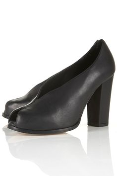 i know i shouldn't' even be looking at heels.....