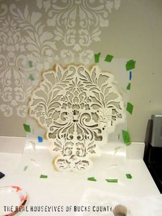 Mur au pochoir sur pinterest cutting edge stencils murs for Peindre mur design