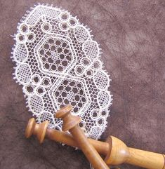 Lacemaking, Point Lace, Bobbin Lace, Doilies, Crochet, Diy Crafts, Artist, Roses, Inspiration