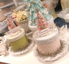 Christmas cake box What a beautiful way to present a gift. bu I want to make them into real cakes! love the colors! Shabby Chic Christmas, Pink Christmas, Christmas Wishes, Winter Christmas, All Things Christmas, Handmade Christmas, Vintage Christmas, Christmas Games, Beautiful Christmas