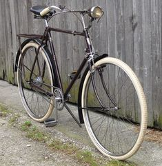 Velo Retro, Velo Vintage, Vintage Cycles, Vintage Bikes, Old Bicycle, Bicycle Women, Bicycle Art, Bicycle Design, Raleigh Bicycle