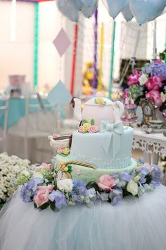 Alice in Wonderland themed birthday party : The Cake