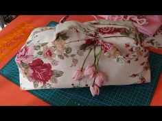 Bolso para costura - YouTube Flower Tutorial, Diy Tutorial, Diy And Crafts, Applique, Patches, Pouch, Embroidery, Stitch, Sewing