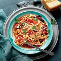 Slow-Cooker Chicken Cacciatore with Spaghetti | MyRecipes Spend 20 minutes in the kitchen prepping this gorgeous, hearty sauce. Once the sauce simmers in the cooker, all that's left to do is cook a pound of pasta, and serve.