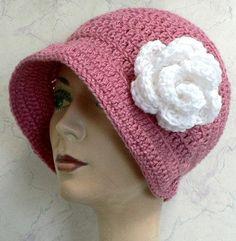 Free Crochet Hat Pattern - Such a retro look! <3<3