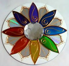 Resultado de imagem para how to make decorative mandalas with cd Mandala Art, Mandala Painting, Mandala Design, Mandala Pattern, Glass Painting Designs, Paint Designs, Cd Crafts, Arts And Crafts, Art Cd