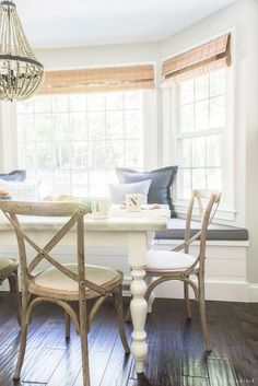 Farmhouse Breakfast Nook Reveal | Create a cozy gathering space in your home. #HomeDecor #DIY #HomeDecoratingIdeas Farmhouse Style Kitchen, Modern Farmhouse Decor, Farmhouse Chic, French Farmhouse, Farmhouse Ideas, Modern Decor, Decorating Your Home, Diy Home Decor, Decor Room