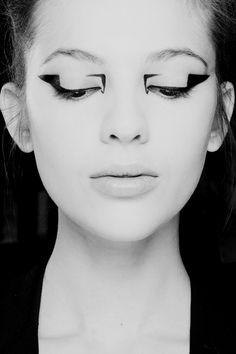 Maquiagem ultra geométrica